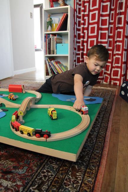 PERSONALISED DIY GIFTS DIY: Kids Train Table